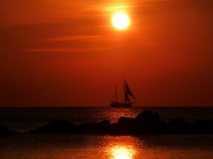 Sailship-At-Sunset-license-free-CC0