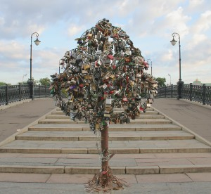 Moscow-love-padlocks